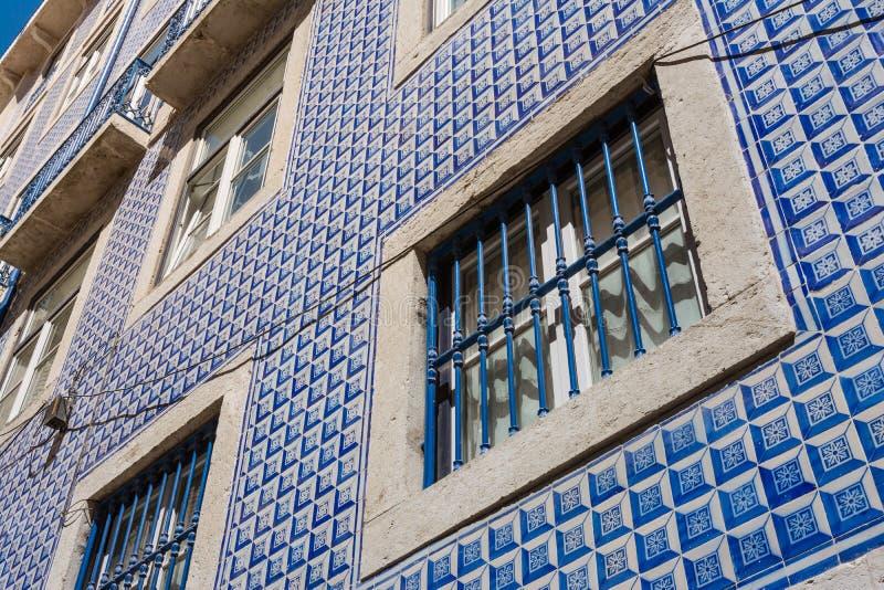 Portugiesische traditionelle Fliesen-Außendetail-Architektur berühmt stock abbildung