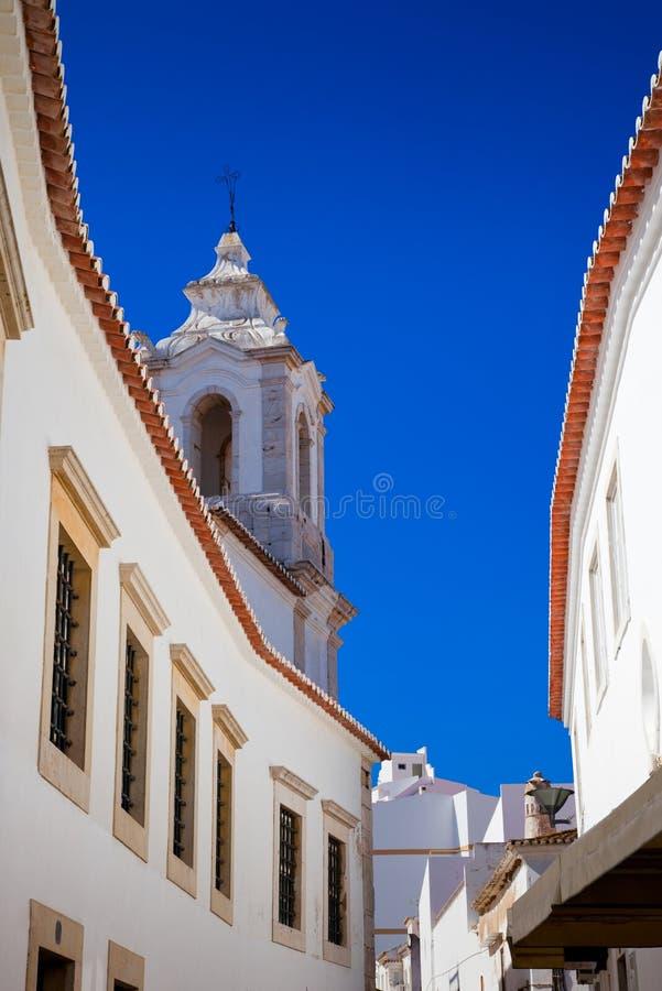Portugiesische Whitewash-Markt-Stadt lizenzfreies stockfoto