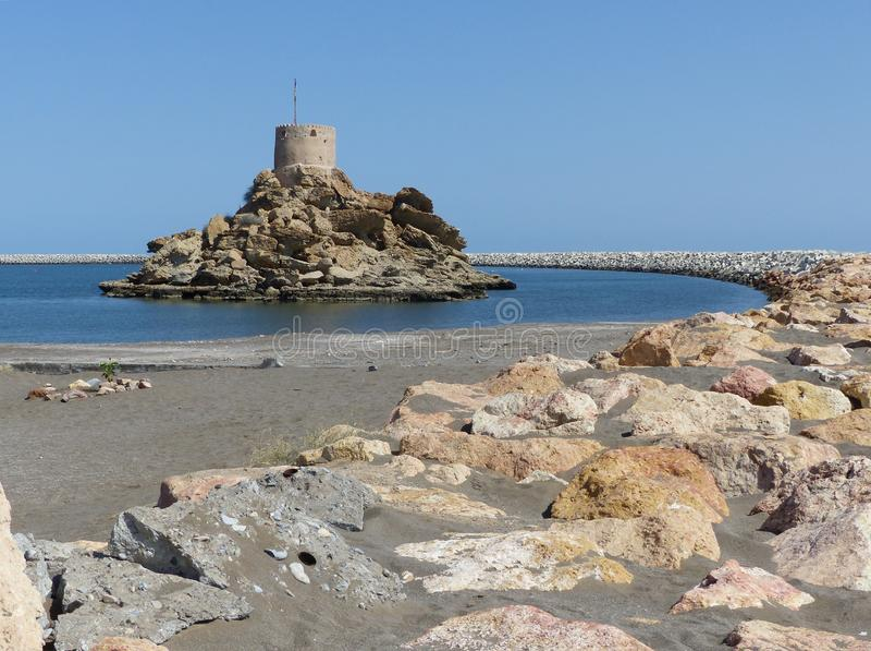 Portugiesischer Wachturm in Qurayyat, Oman lizenzfreie stockfotografie