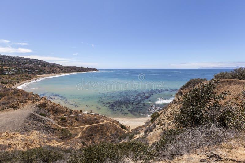 Portugisisk krökningliten vik nära Los Angeles Kalifornien fotografering för bildbyråer