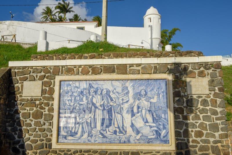 Portugisisk monument p? den Porto da Barra stranden i Salvador Bahia p? Brasilien royaltyfria bilder