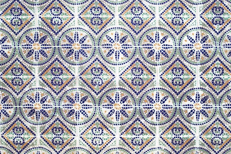 Portugisiska azulejos, gammal belagd med tegel bakgrund arkivfoton