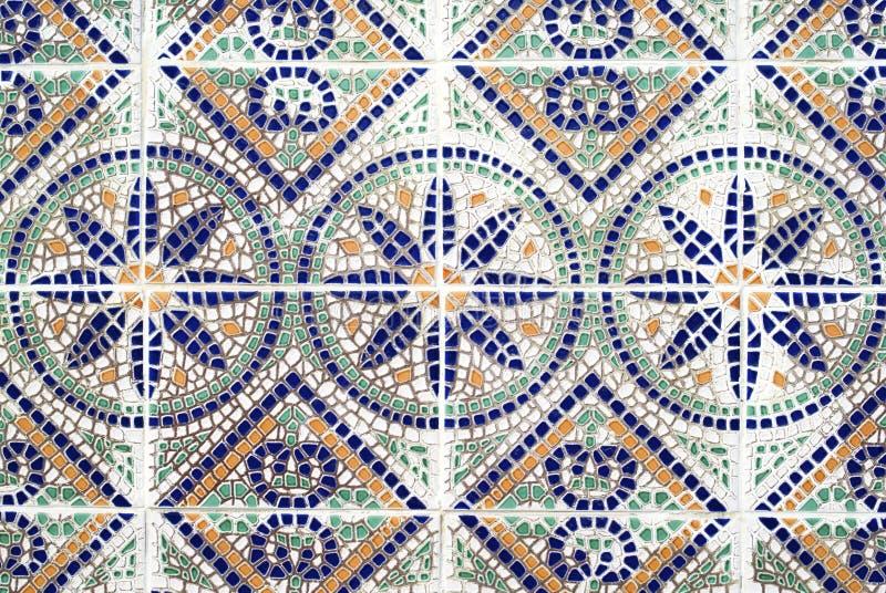Portugisiska azulejos, gammal belagd med tegel bakgrund arkivbild