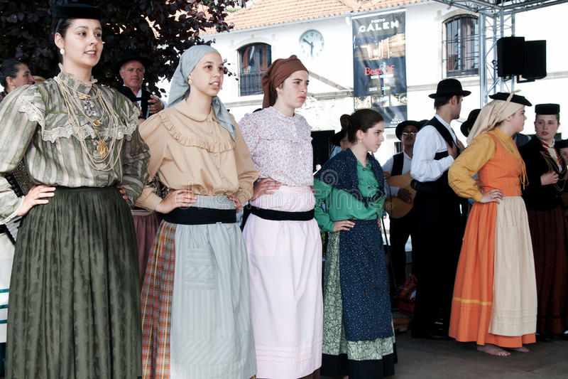 Portugisiska folkloredansare arkivfoton
