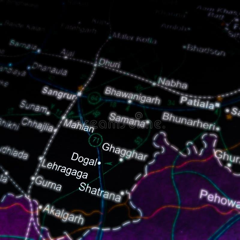 Portugisiskt stadsnamn som visas på en geografisk karta i Indien royaltyfria foton