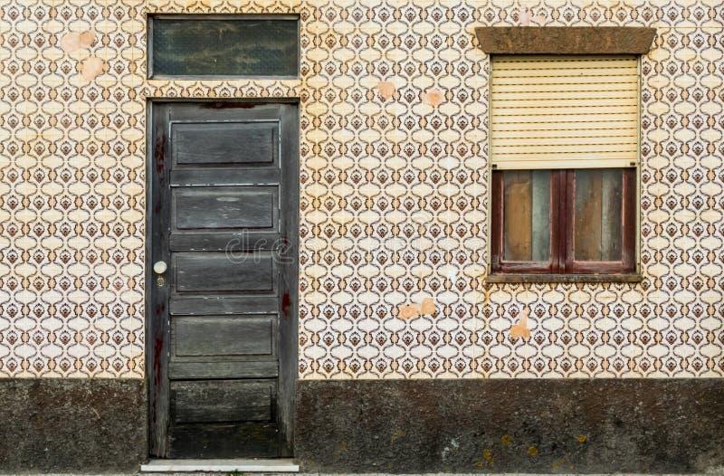 Portugisiskt tegelplattahus - azulejo 3 arkivbilder