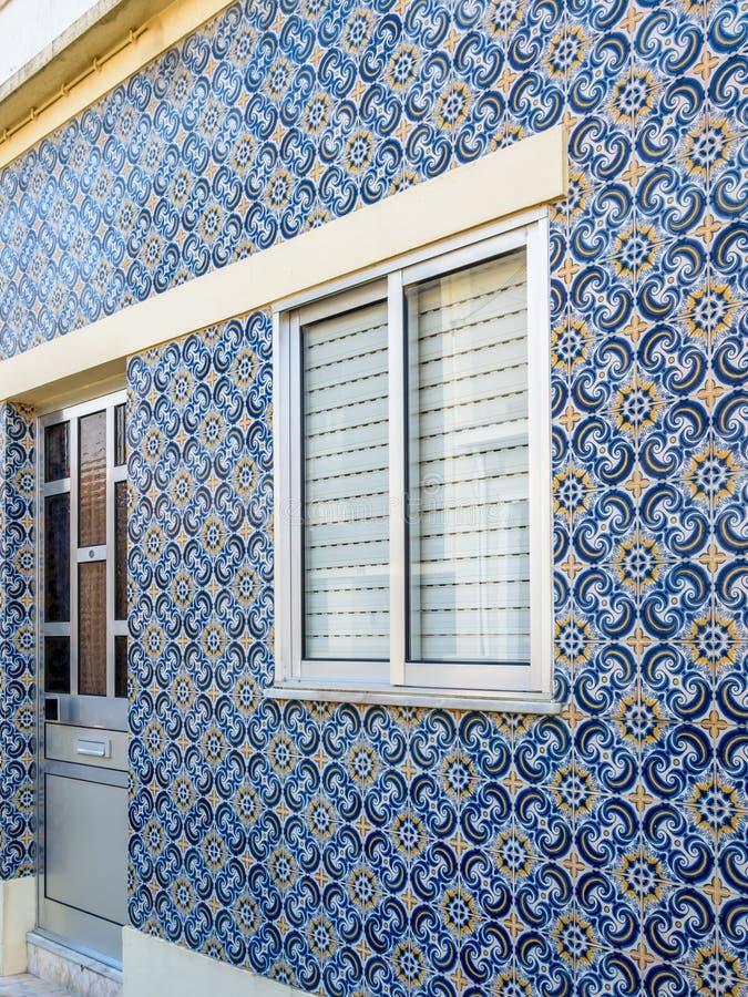 Portugisiskt tegelplattahus - azulejo 5 royaltyfria foton
