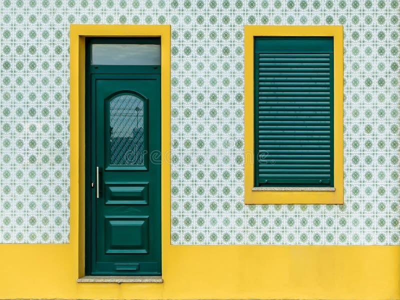 Portugisiskt tegelplattahus - azulejo - 2 royaltyfri fotografi