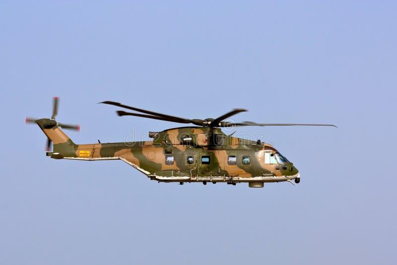 Portugués de EH-101 MERLIN en el acercamiento del cauce. fotografía de archivo