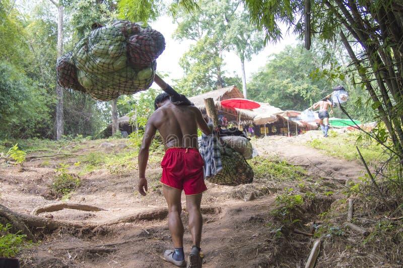 Portvakt på den Phu Kradueng slingan arkivbild