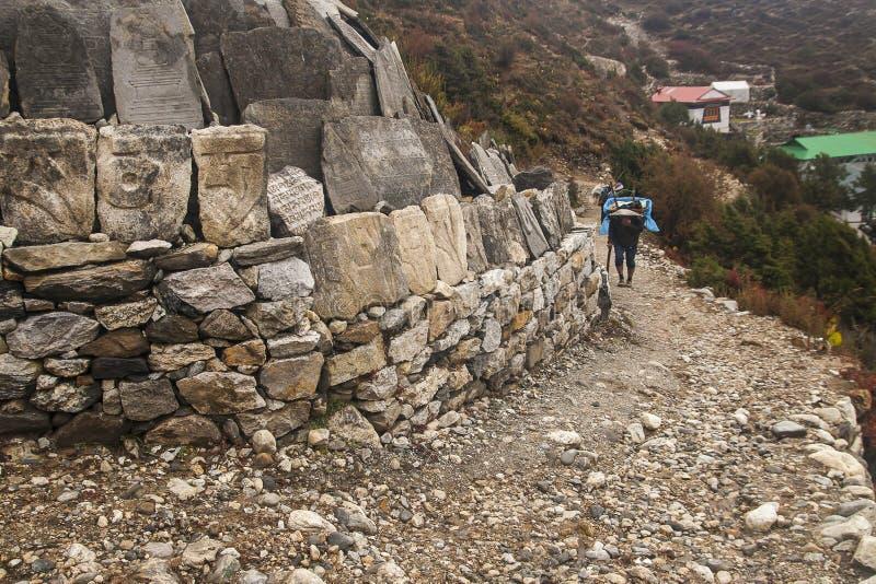 Portvakter i byn av Pangboche arkivbild