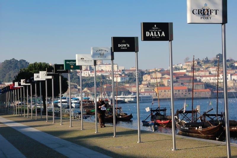Portweinproduzentanschlagtafeln. Porto. Portugal lizenzfreies stockfoto