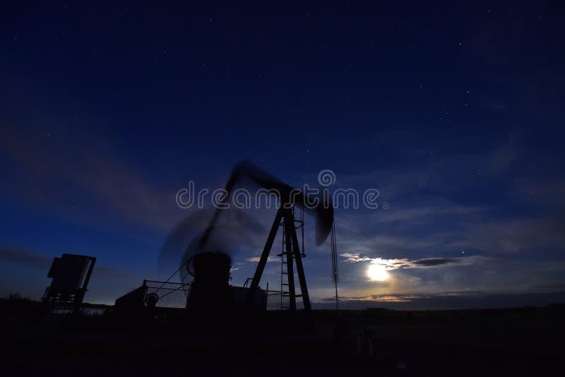 Poruszający Pompowy Jack przy nocą zdjęcie stock
