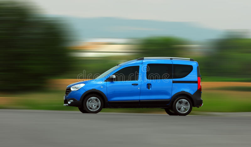 Poruszający samochód dostawczy zdjęcie royalty free