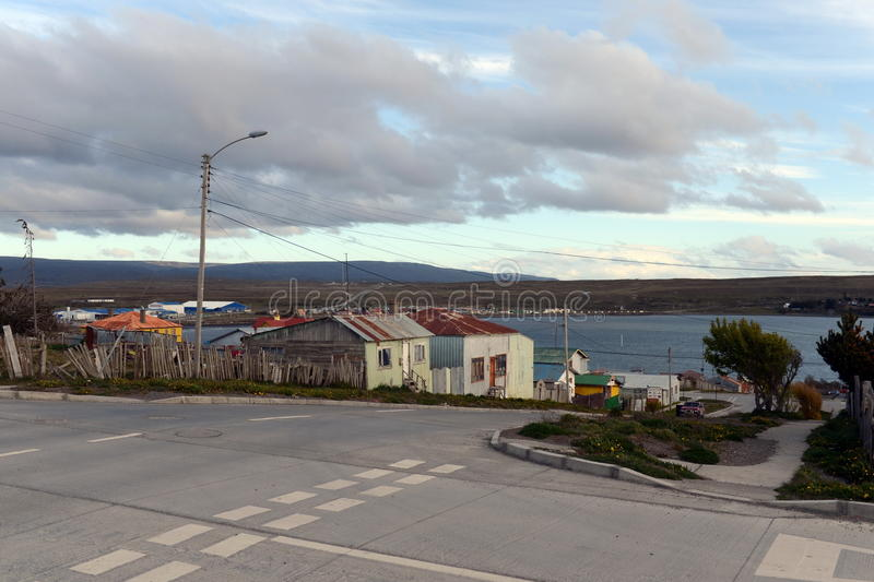 Porvenir est un village au Chili sur l'île de Tierra del Fuego photographie stock