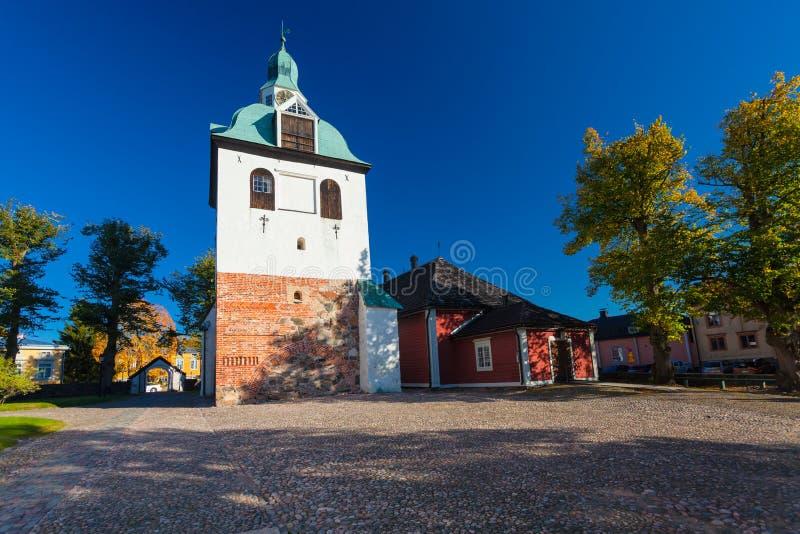 PORVOO, FINLANDIA - 8 ottobre 2016: Il campanile della cattedrale medievale in città Porvoo fotografia stock libera da diritti