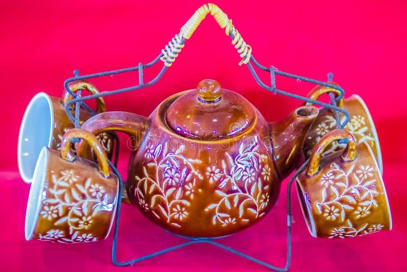 Porzellan-Teeschalen der thailändischen Art der Weinlese handgemachte eingestellt Teeschalensatz des schönen traditionellen thail lizenzfreies stockbild