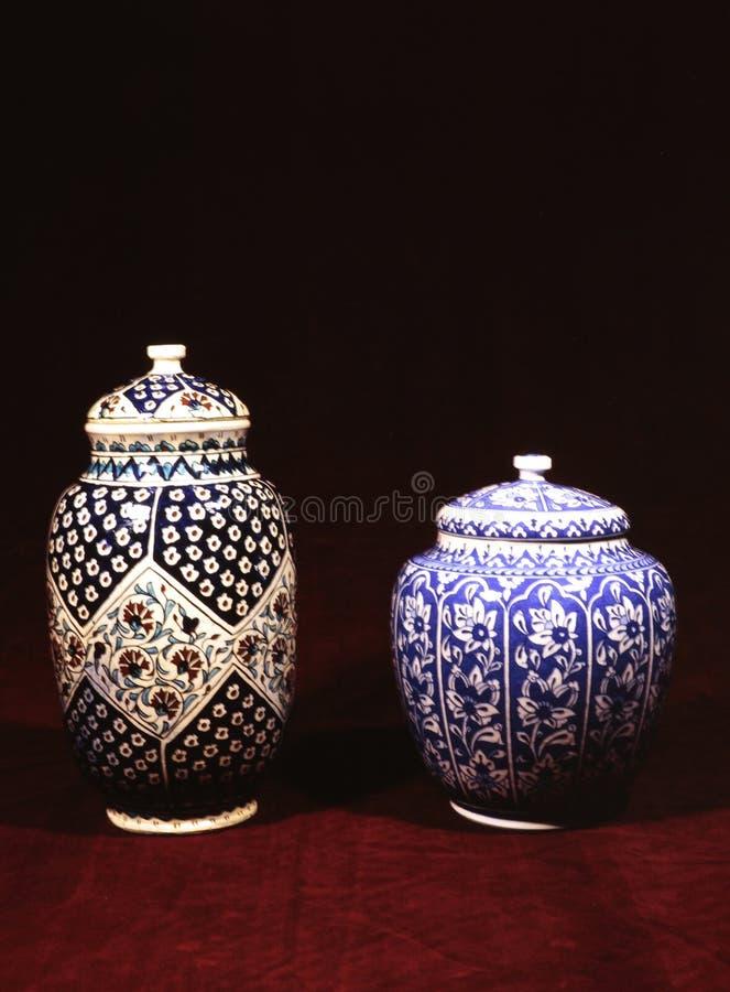 Porzellan und Fliesen verziert mit ursprünglichen Mustern stockfoto