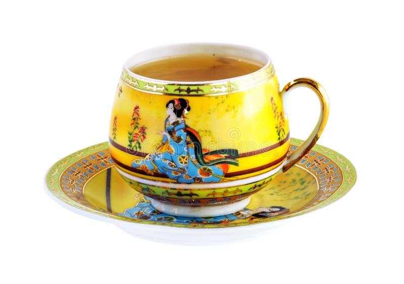 Porzellansatz, Schale mit grünem Tee und Untertasse lokalisiert auf Weiß stockfotografie