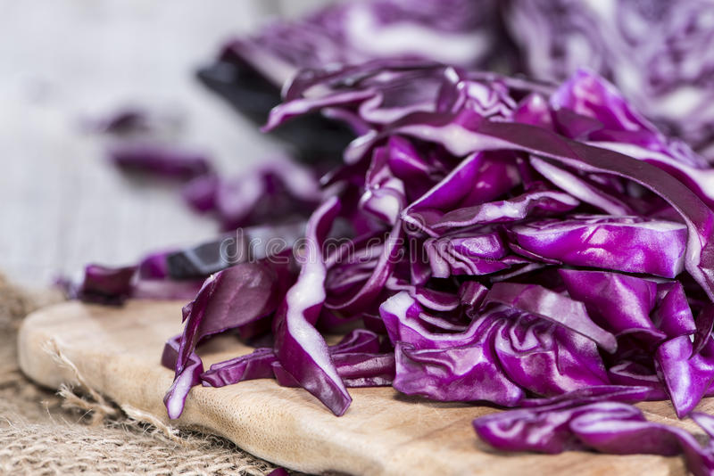Porzione di insalata di cavoli rossa immagini stock