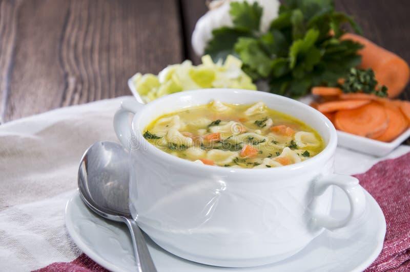 Porzione di minestra fatta fresca fotografie stock