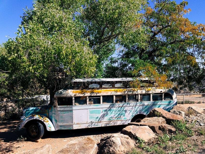 porzucony autobus stary obraz stock