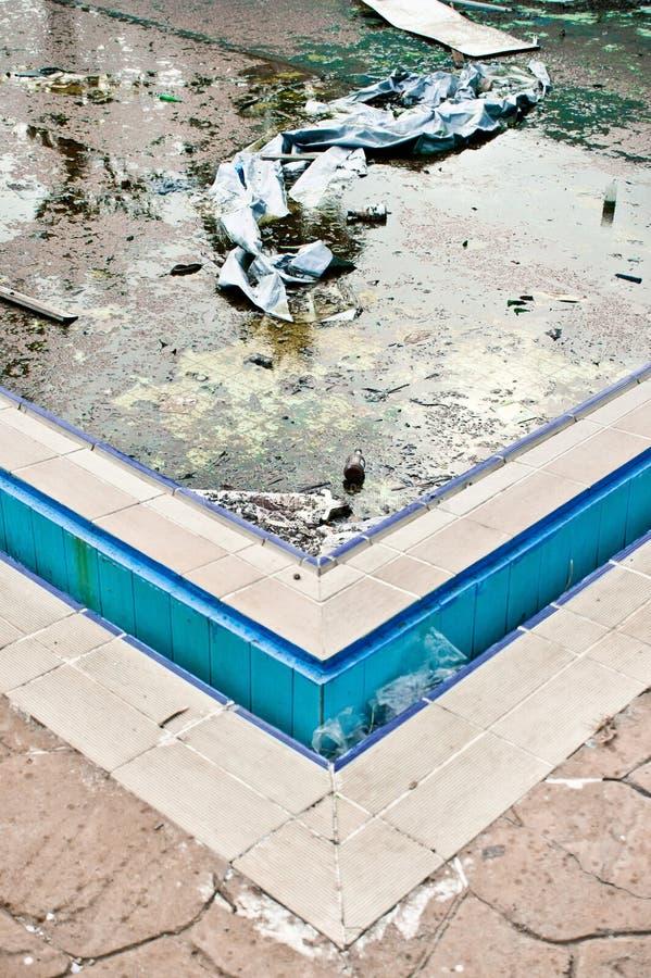 Porzucony pływacki basen obraz stock