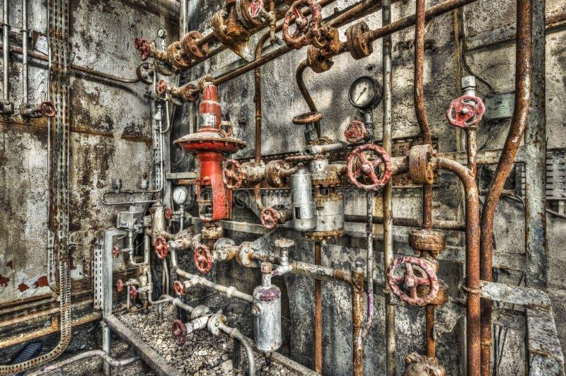 Porzucony przemysłowy kotłowy pokój w disused fabryce fotografia stock