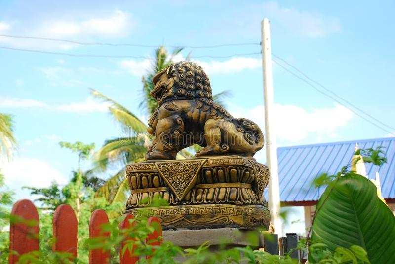 Posąg Pixiu z niebieskim tłem zdjęcia stock