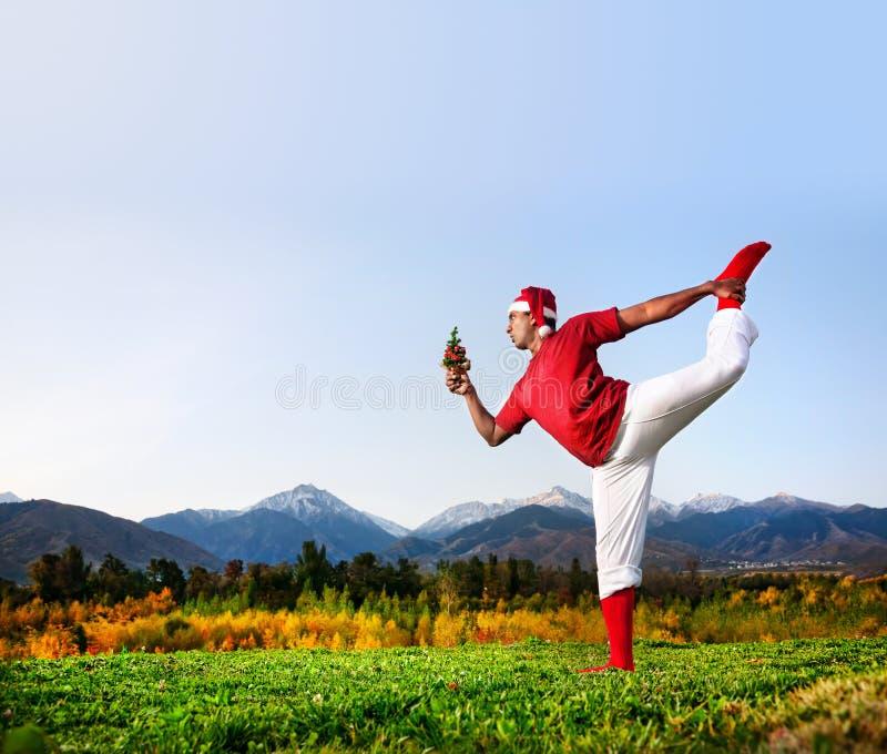 Posa del danzatore di yoga di natale fotografia stock libera da diritti