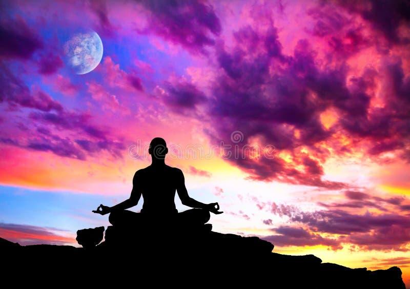 Posa della siluetta di meditazione di yoga fotografie stock libere da diritti