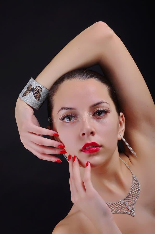 Posa di modello della donna di lusso di modo immagini stock libere da diritti