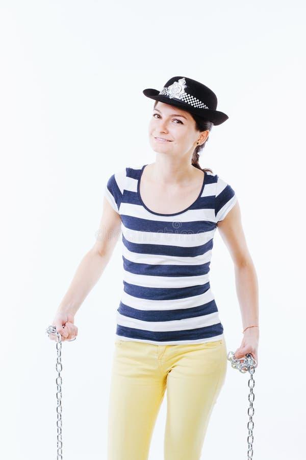 Posa femminile come ufficiale di polizia fotografie stock libere da diritti