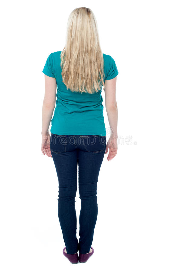 Pose arrière de jeune femelle occasionnelle photo libre de droits