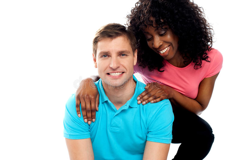 Pose d'adolescent attrayante de couples d'amour photographie stock libre de droits
