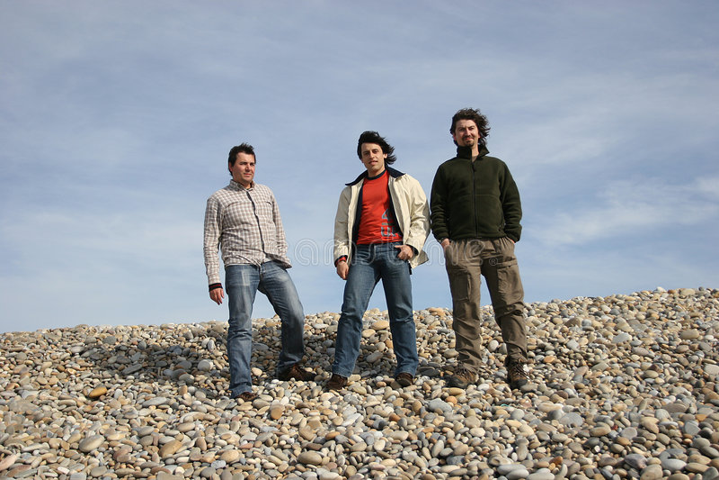 pose de 3 jeunes hommes photo libre de droits