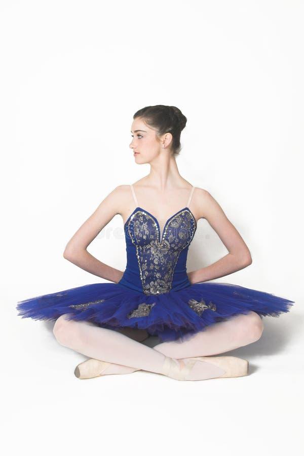 Pose de ballet moderne photos stock