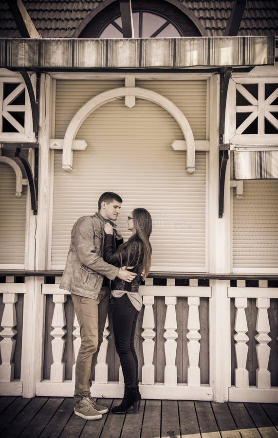Download Pose de couples photo stock. Image du d0, amoureux, deux - 45352190