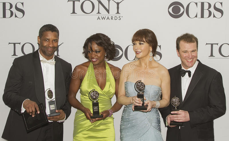 Pose de gagnants chez soixante-quatrième Tony Awards annuel en 2010 photographie stock