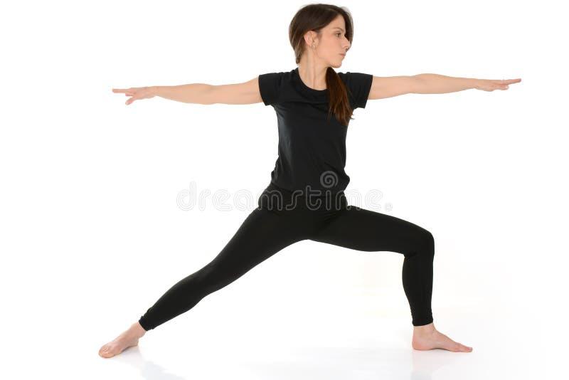 Pose de guerrier de virabhadrasana de yoga photographie stock libre de droits