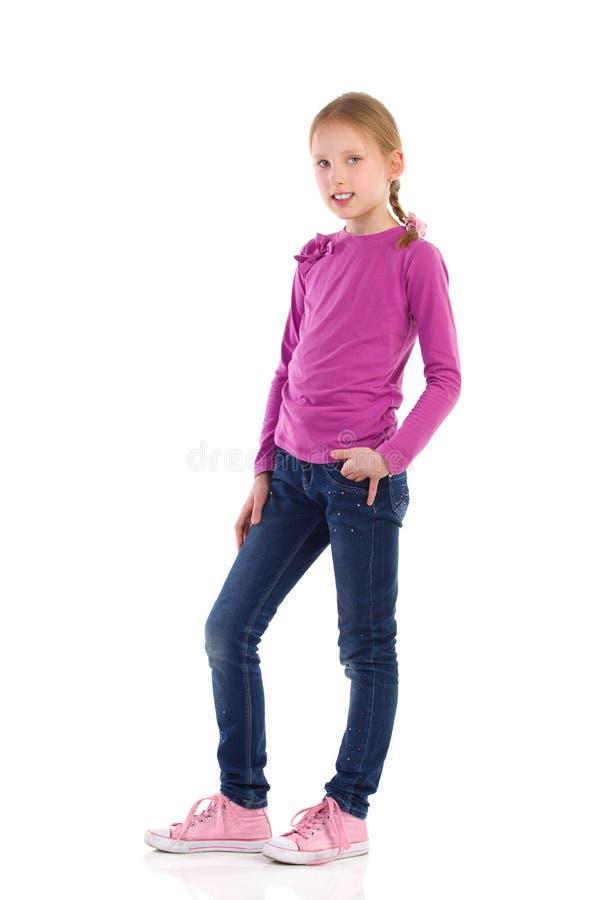 Pose de petite fille photographie stock libre de droits