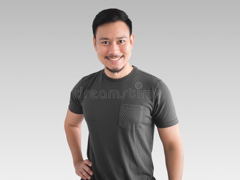 Pose de sorriso da cara e da confiança do homem fotografia de stock