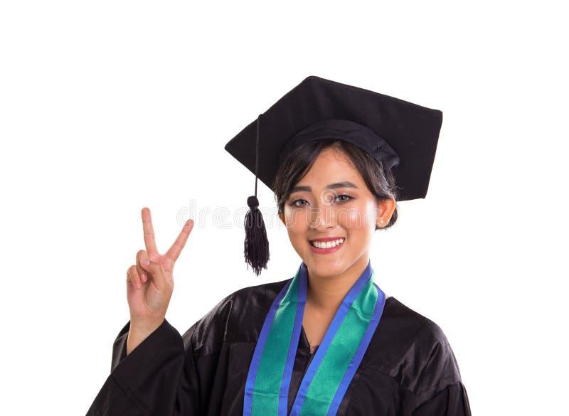 Pose de victoire d'étudiante de graduation, portrait d'isolement dessus photographie stock libre de droits