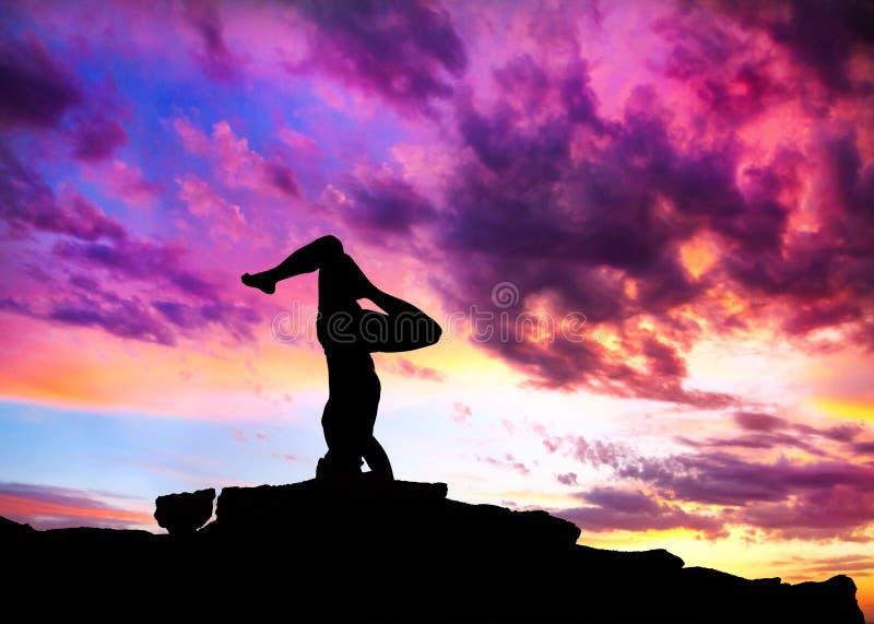 Pose do shirshasana da silhueta da ioga imagem de stock