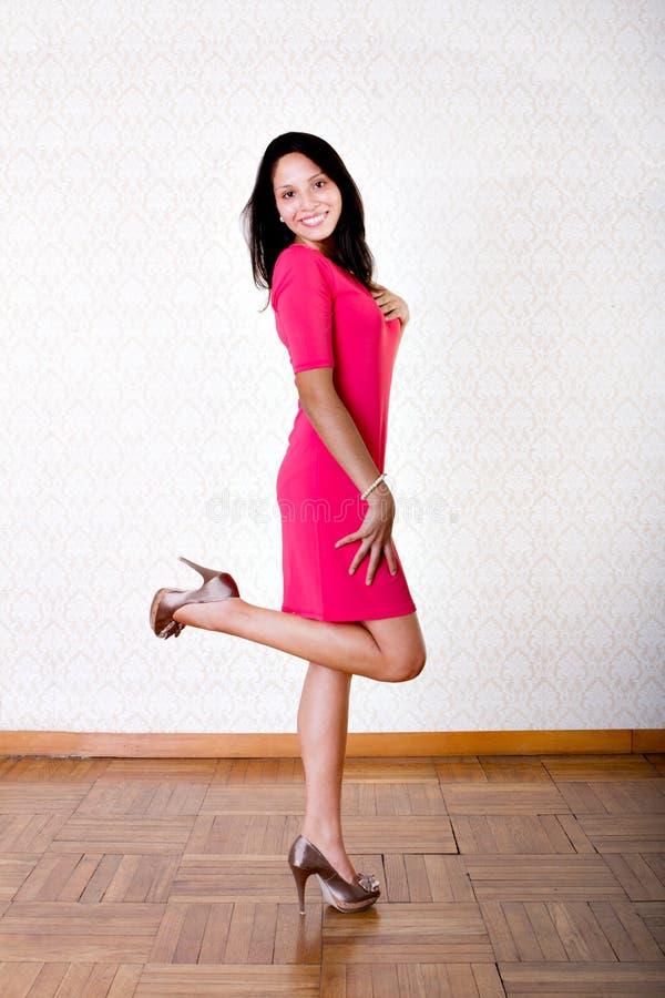 Pose latino-americano 'sexy' da mulher fotografia de stock