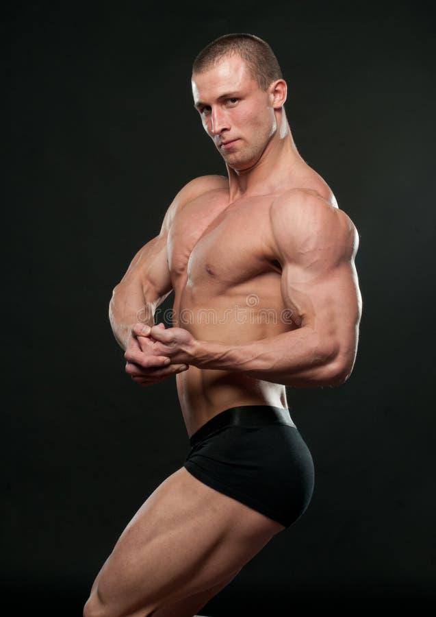 Pose mâle de modèle image stock