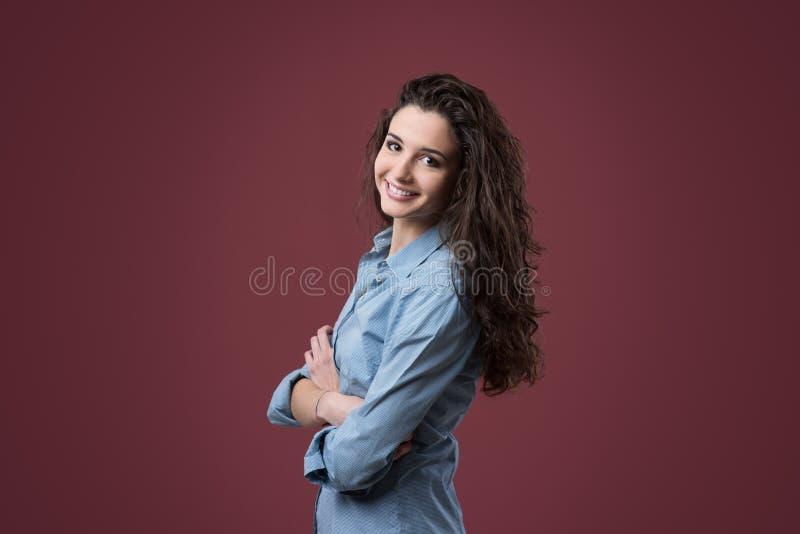 Pose mignonne d'adolescent images stock