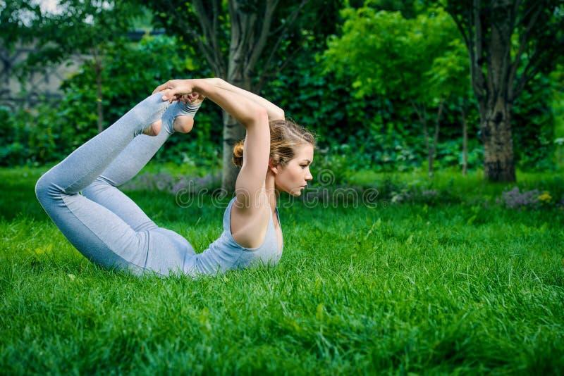 Pose perfeita da ioga fotos de stock
