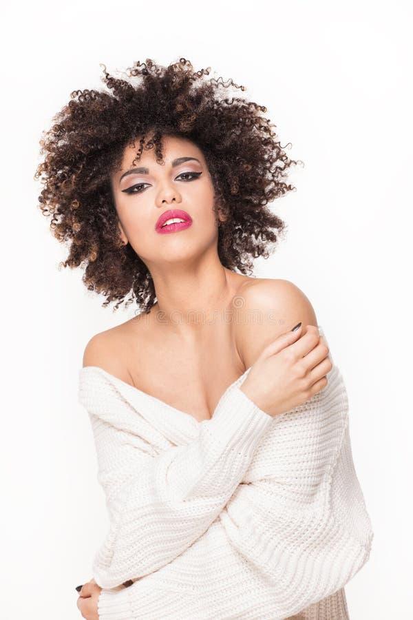 Pose sensuelle de femme d'Afro-américain photo stock