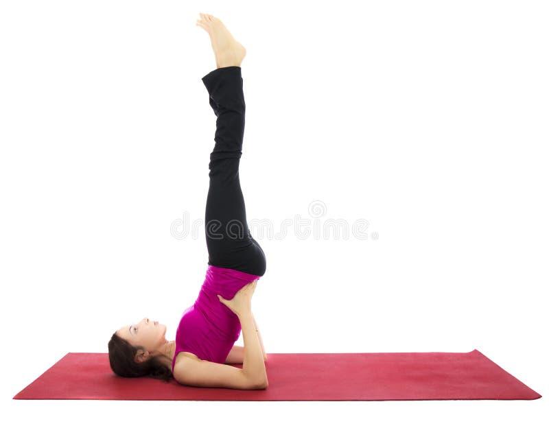 Pose soutenue de support d'épaule dans le yoga photographie stock